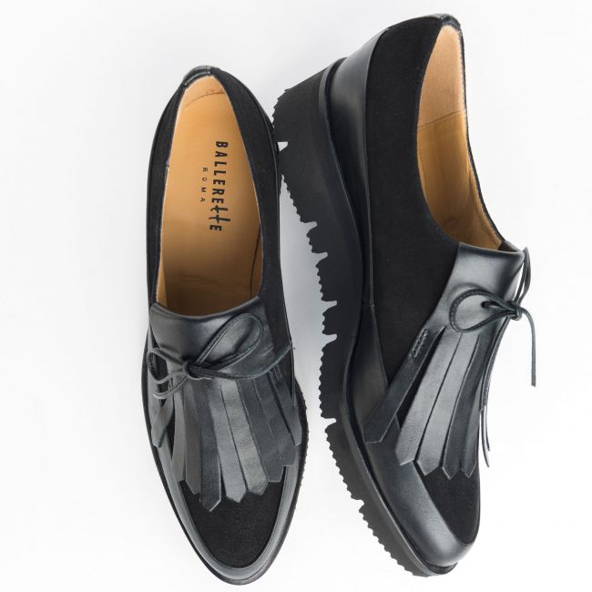 Black leather and suede woman Oxford shoes