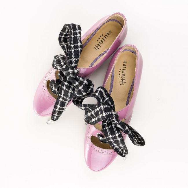 Lilac patent Oxford shoes with houndstooth bow