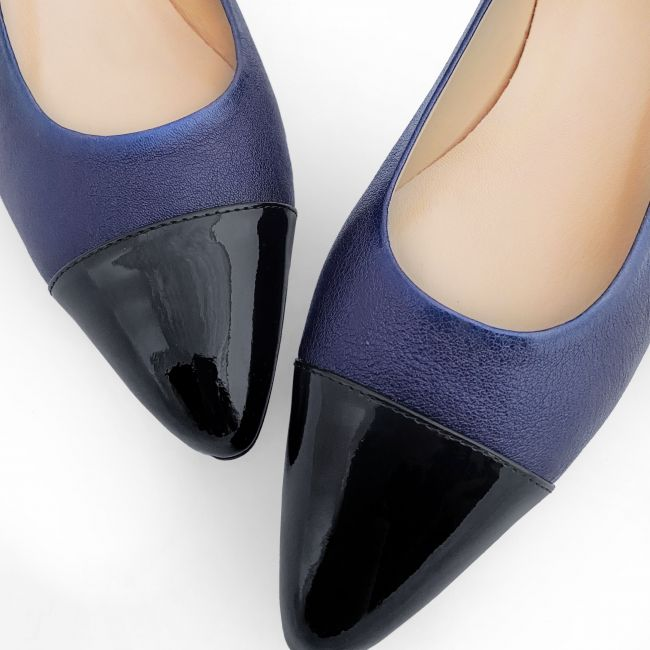 Blue laminated leather ballet flats with patent toe