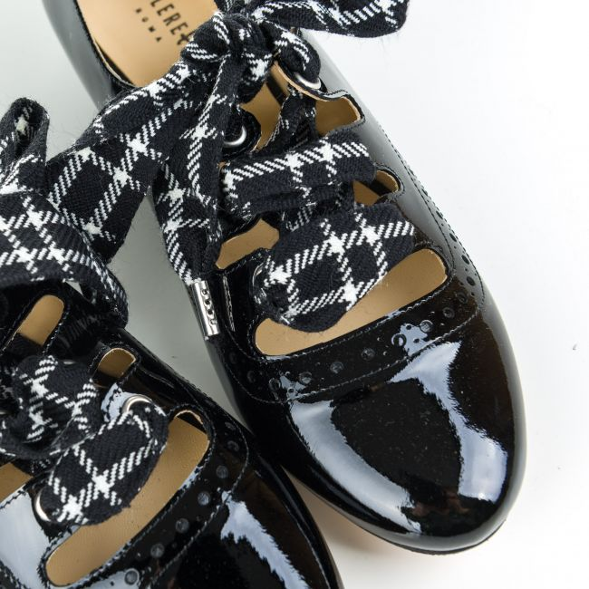 Black patent Oxford shoes with houndstooth bow