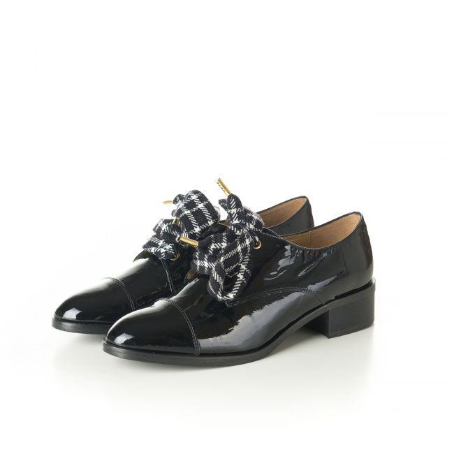 Black patent Oxford shoes with houndstooth laces