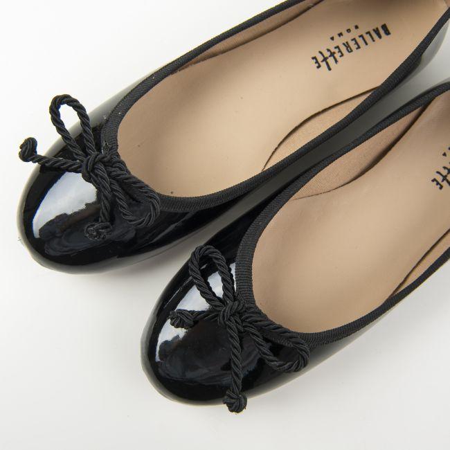Ballerine nere in vernice con fiocchetto in cordone