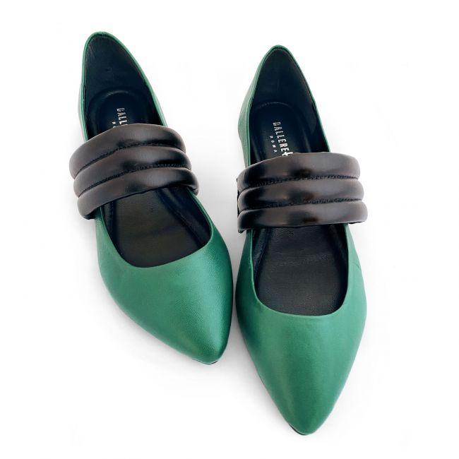 Ballerine scollate verdi con tacco interno e fascia a tubolari nera