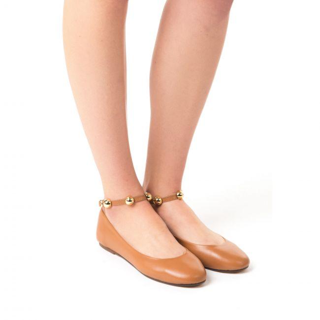 Ballerine cuoio scollate con cinturino con perle alla caviglia