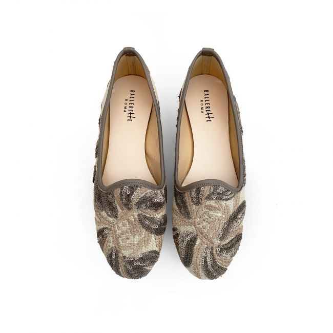 Beige jute loafers with sequins floral print